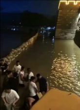 The whole towns in Junxian were totally in danger because of flood discharge